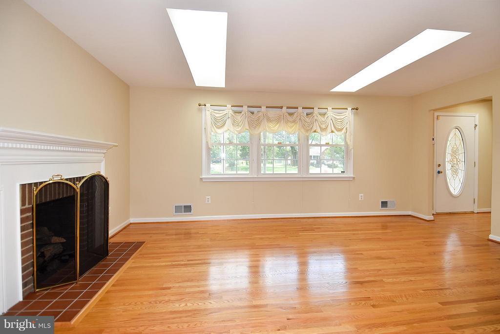 Living Room From Dining Room w/2 SkyLights - 6024 FRANCONIA RD, ALEXANDRIA