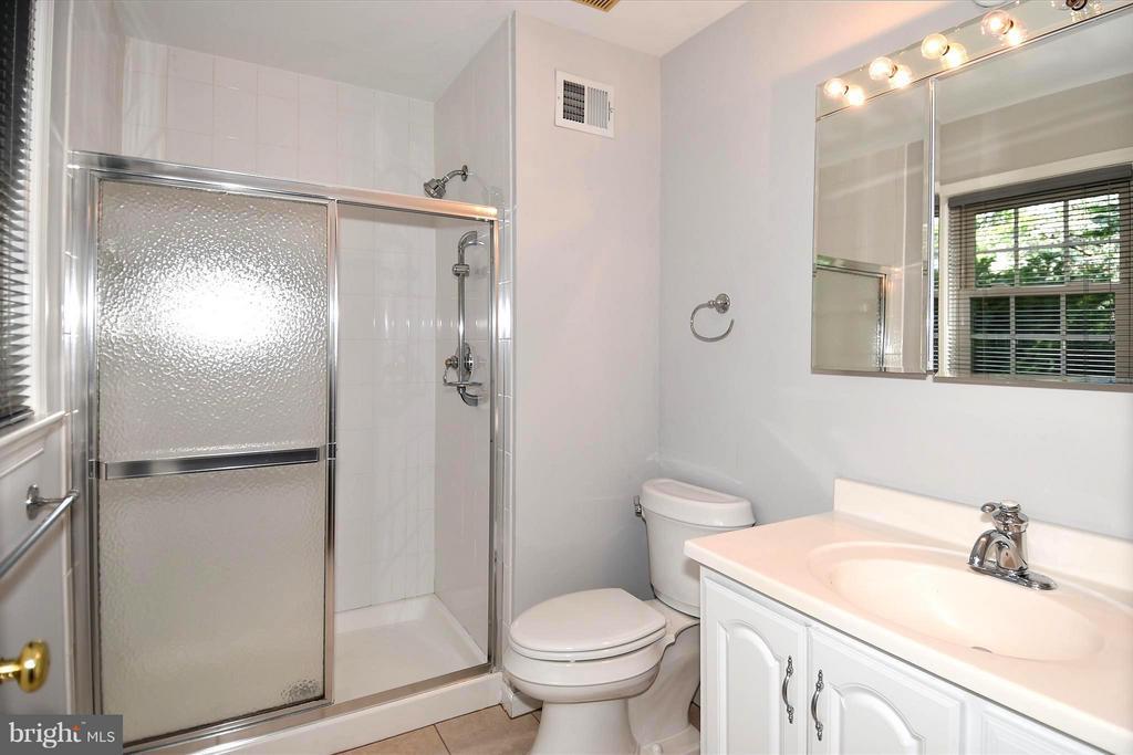 Bath (Master) w/Large Shower - 6024 FRANCONIA RD, ALEXANDRIA