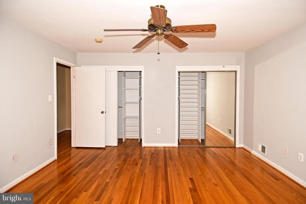 Bedroom (Master) Towards Large Closets - 6024 FRANCONIA RD, ALEXANDRIA