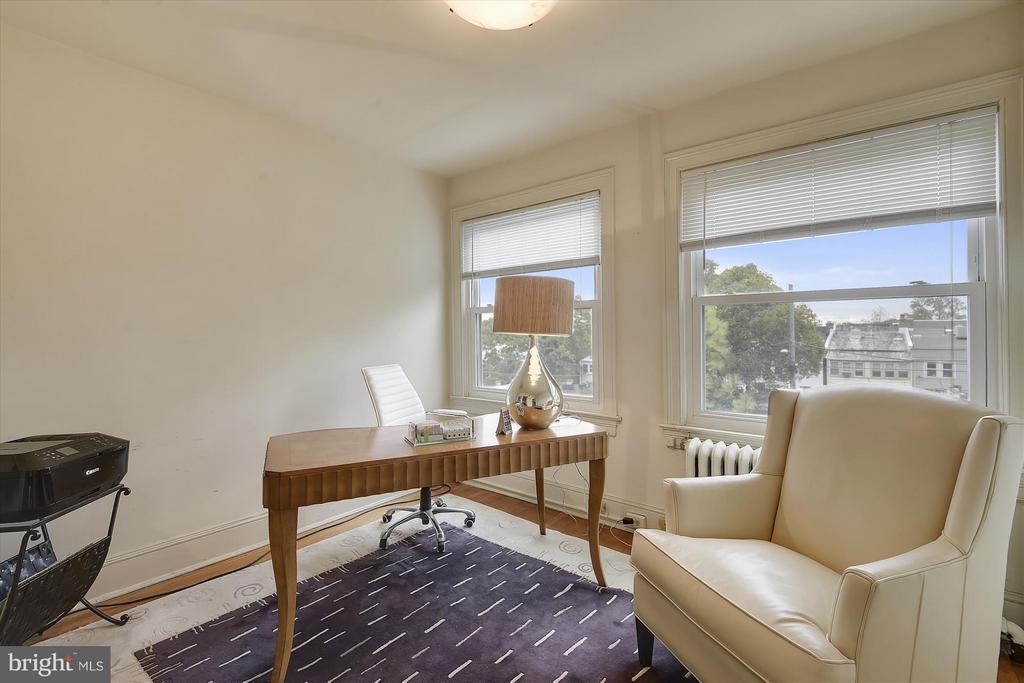 Beautiful Sunny Office - 1622 ALLISON ST NW, WASHINGTON
