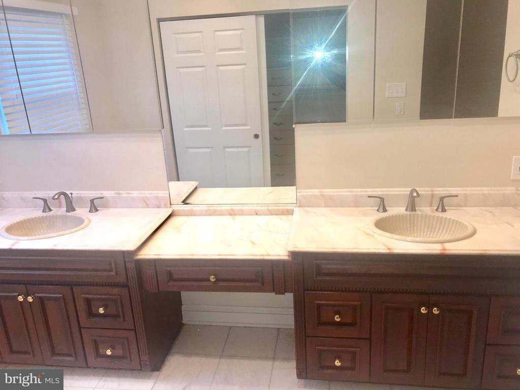 Dual Sink In Master Bath - 9305 MERCY HOLLOW LN, ROCKVILLE