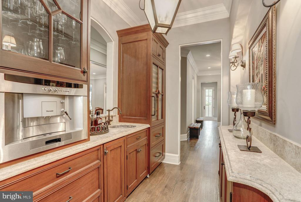 Butlers Pantry - 8119 SPRING HILL FARM DR, MCLEAN