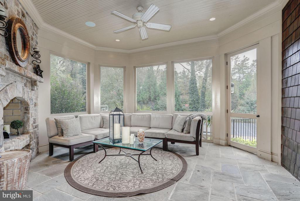 Sunroom - 8119 SPRING HILL FARM DR, MCLEAN