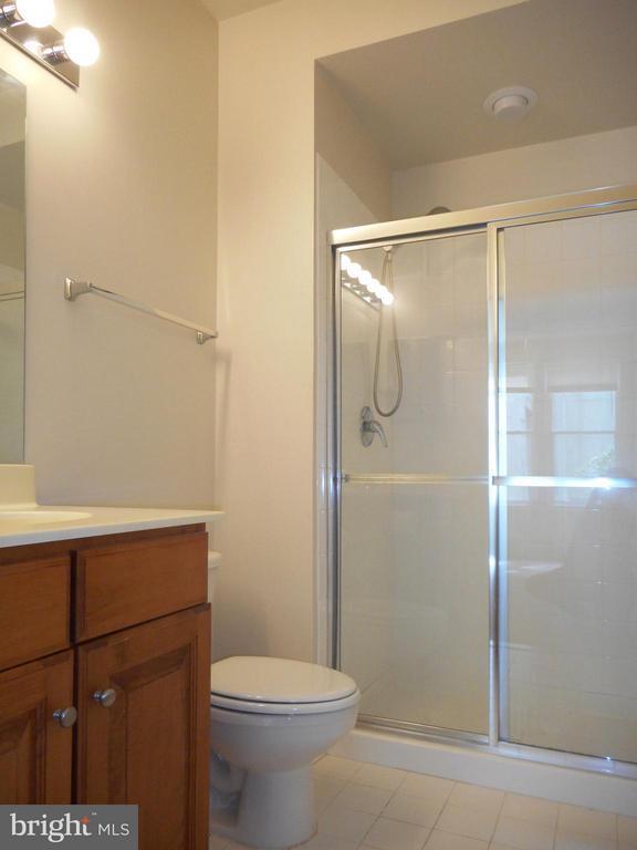 Bath (Master) - 12001 MARKET ST #272, RESTON