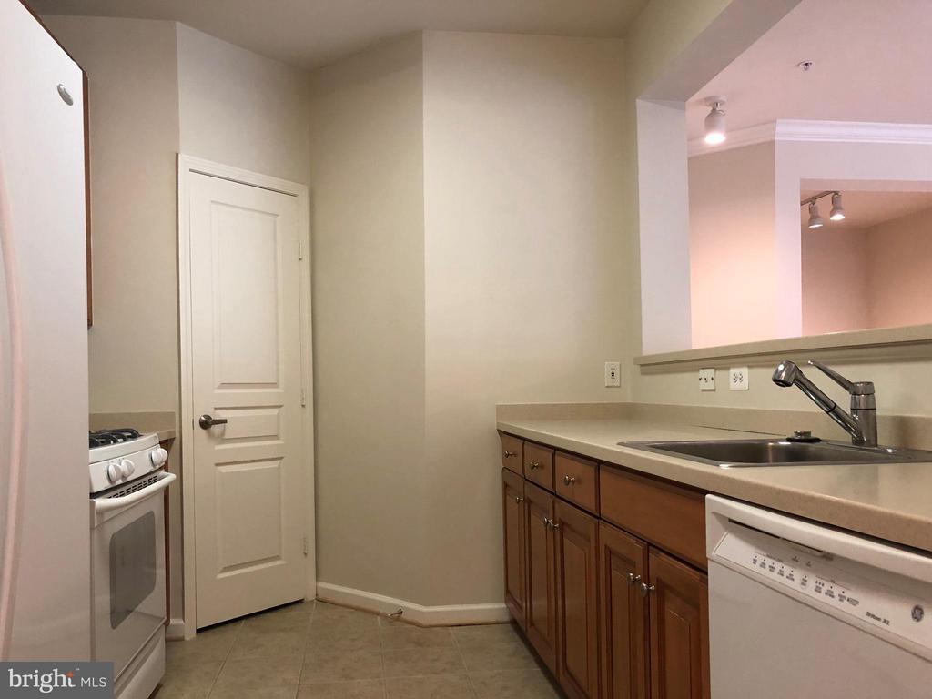 Kitchen - 12001 MARKET ST #272, RESTON