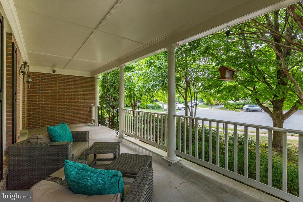 Covered Front Porch - 20816 WATERBEACH PL, STERLING