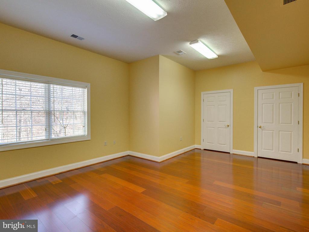 Basement Craft Room - 104 JULIE CT, WINCHESTER