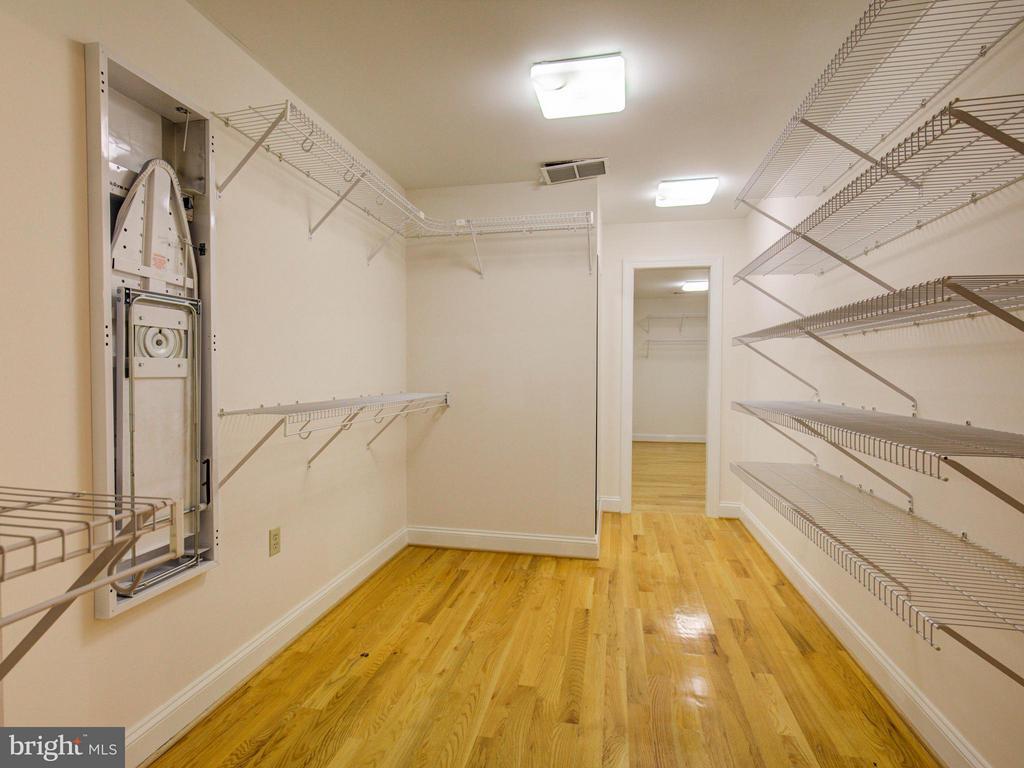 Master Double Walk-in Closet - 104 JULIE CT, WINCHESTER