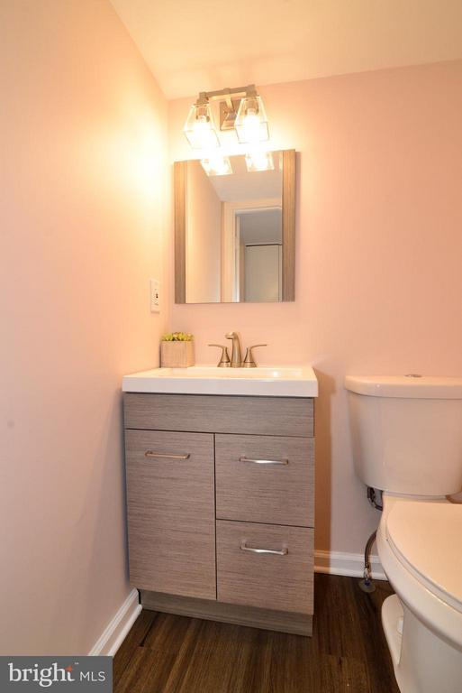 Completely updated powder room on main level. - 30 DORRELL CT, STERLING