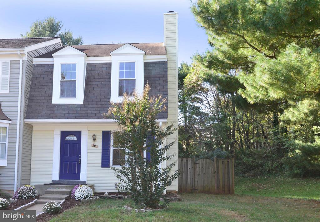 Welcome home to 30 Dorrell Court! - 30 DORRELL CT, STERLING