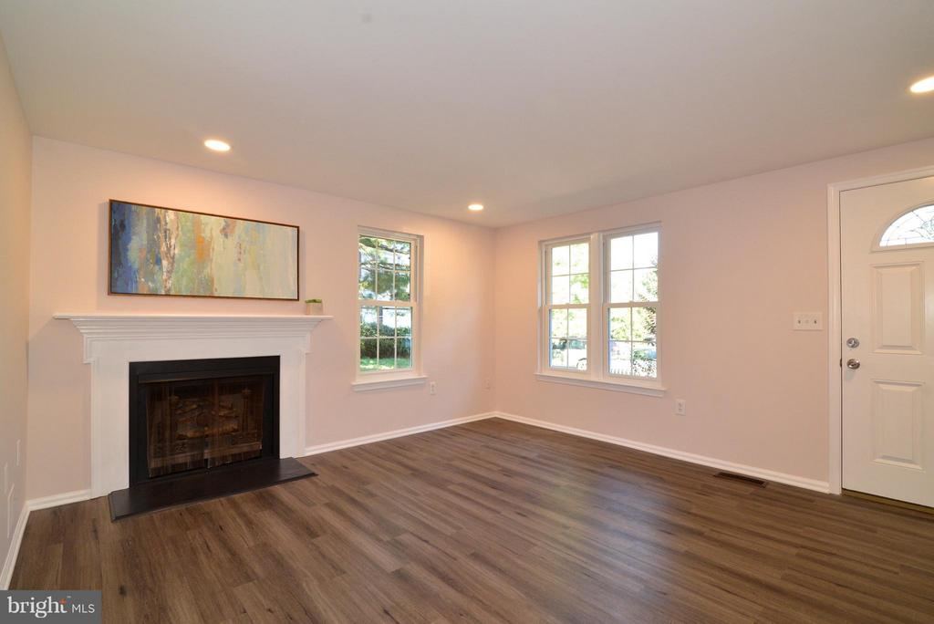 Living Room with new flooring and fresh paint! - 30 DORRELL CT, STERLING