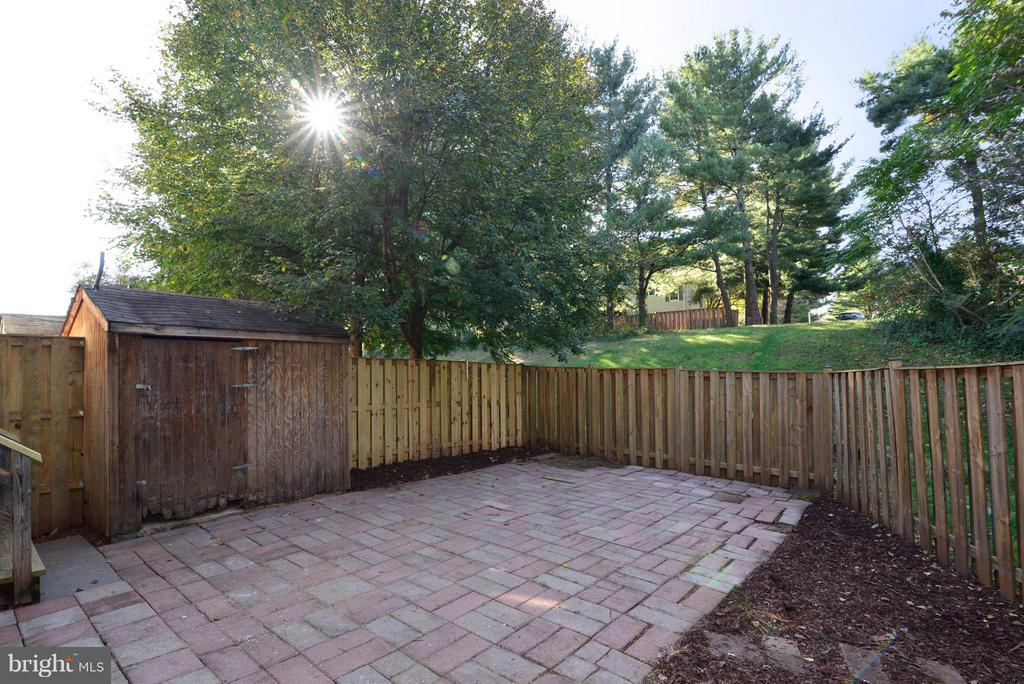 The home backs to mature trees and common area. - 30 DORRELL CT, STERLING