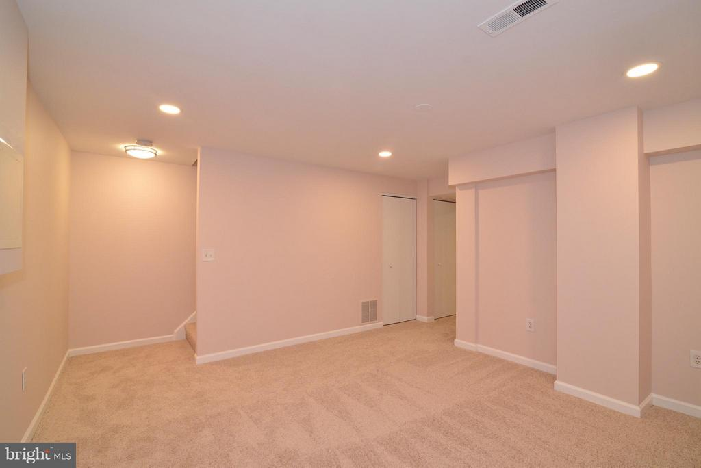 The lower level also has new recessed lighting. - 30 DORRELL CT, STERLING
