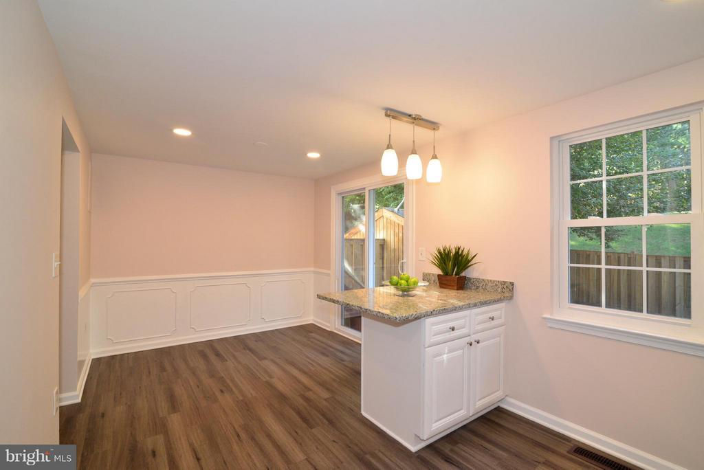 Table-space kitchen with new paint and new floors! - 30 DORRELL CT, STERLING