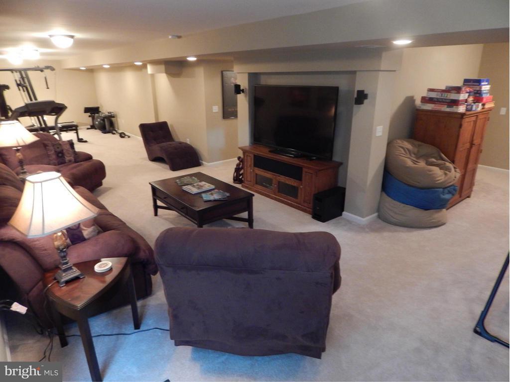 HUGE  BasementRec Room-approximately 48 feet long! - 6831 BUCK LN, FREDERICKSBURG