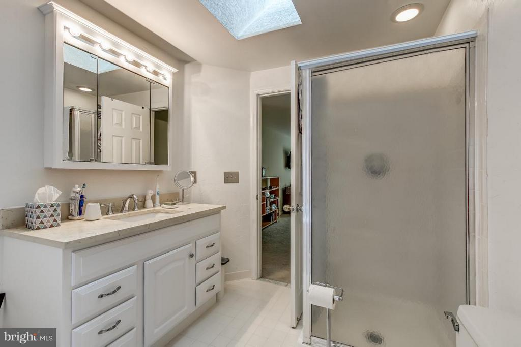 Master Bath includes both shower & tub - 11749 ARBOR GLEN WAY, RESTON