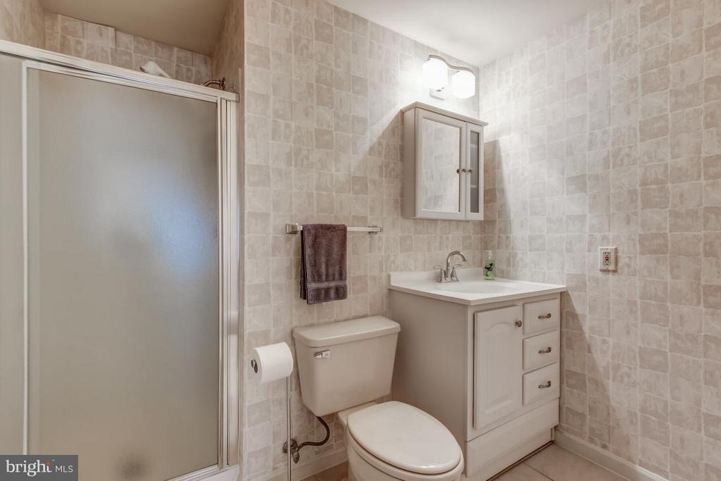 Full Bath adjacent to second Suite - 11749 ARBOR GLEN WAY, RESTON