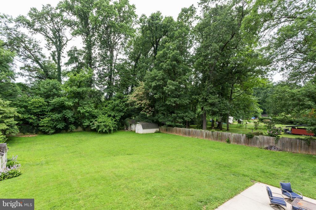 More than 1/2 Acre backing to trees and golf cours - 11925 WAPLES MILL RD, OAKTON