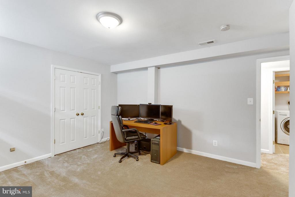 Large Den with two closets and New carpet - 11925 WAPLES MILL RD, OAKTON