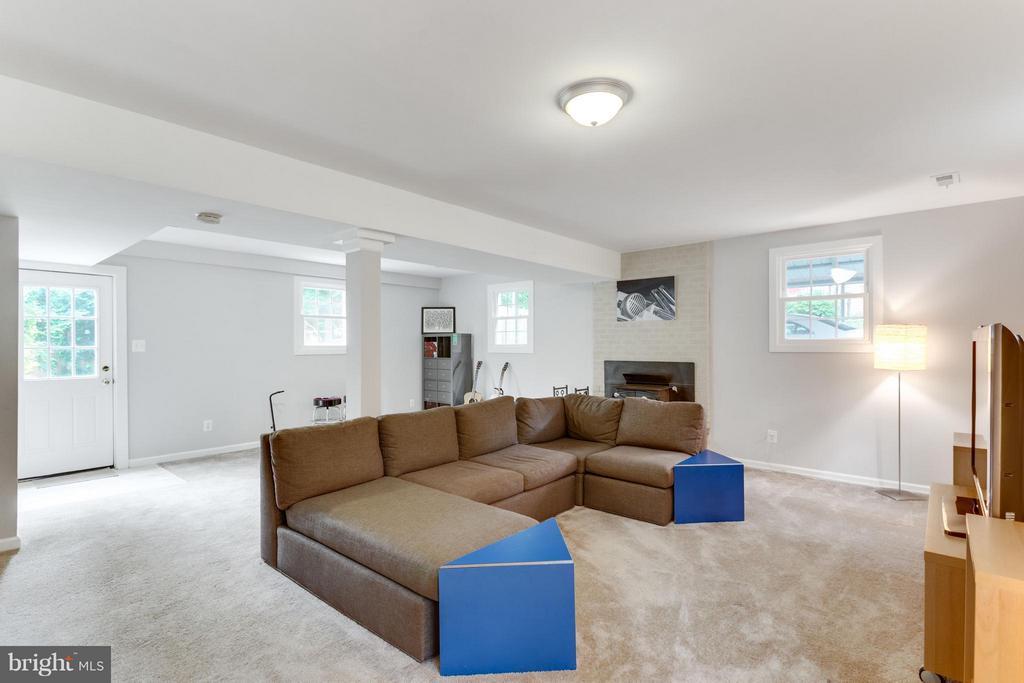 Family Room - 11925 WAPLES MILL RD, OAKTON