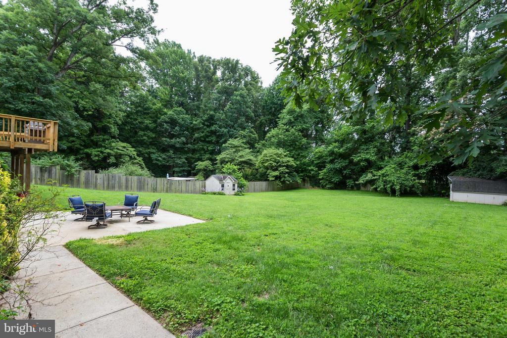 Enjoy the patio and privacy - 11925 WAPLES MILL RD, OAKTON