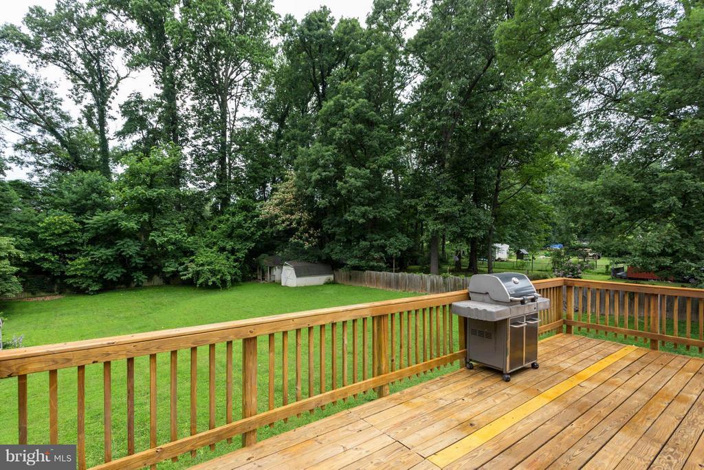 Large deck overlooking golf course - 11925 WAPLES MILL RD, OAKTON