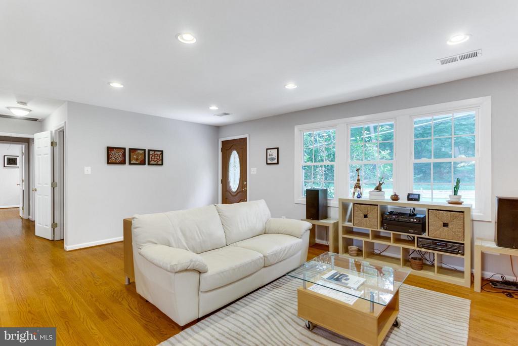 Living Room - 11925 WAPLES MILL RD, OAKTON