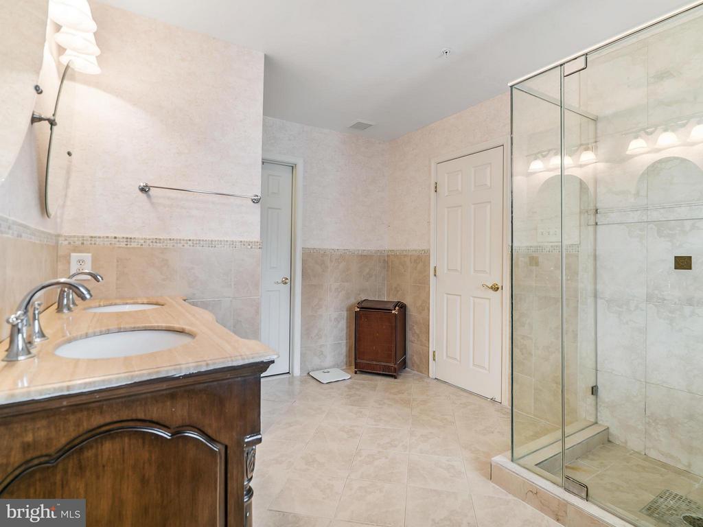 Luxurious Master Bath - 4406 BIRCHTREE LN, TEMPLE HILLS