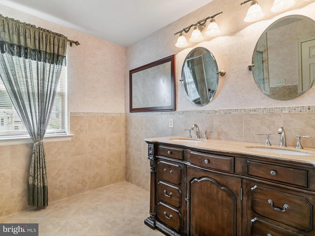 Bath (Master) - 4406 BIRCHTREE LN, TEMPLE HILLS