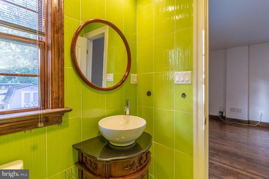 Bath - 8620 BOULEVARD DR, ALEXANDRIA