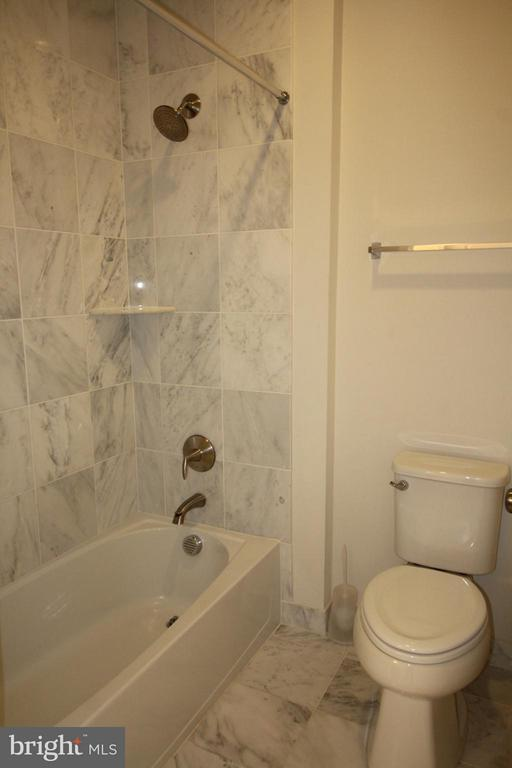 3rd Level Full-Bath - 23426 ADAGIO TER, ASHBURN