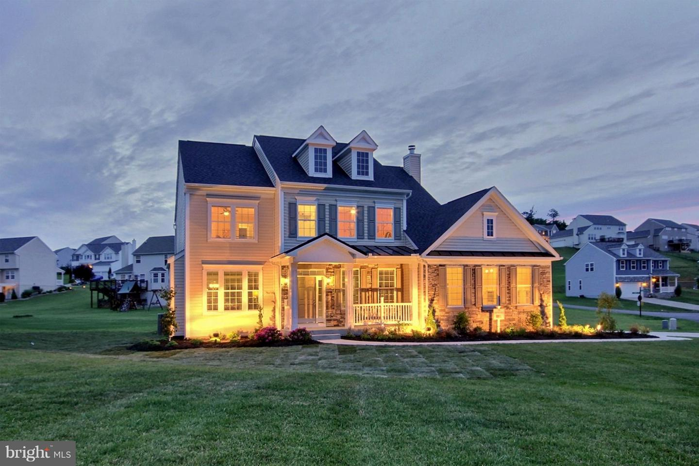 Photo of home for sale at 100 Chaucer Lane, Gerrardstown WV