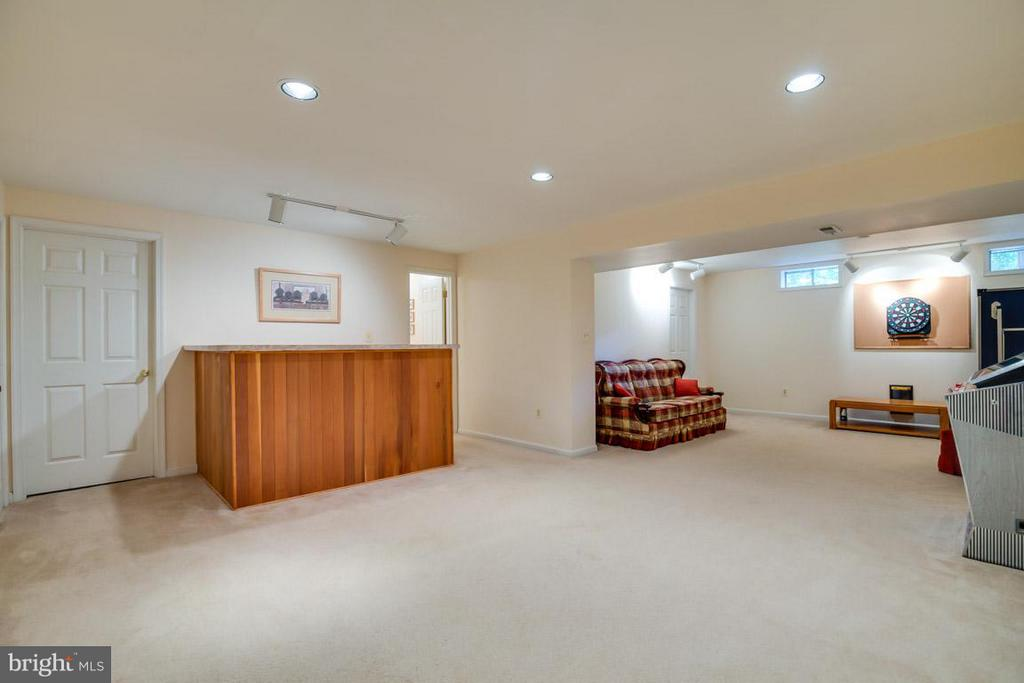 Lower Level Rec Room with Wet Bar - 19 RUTLEDGE CT, STERLING
