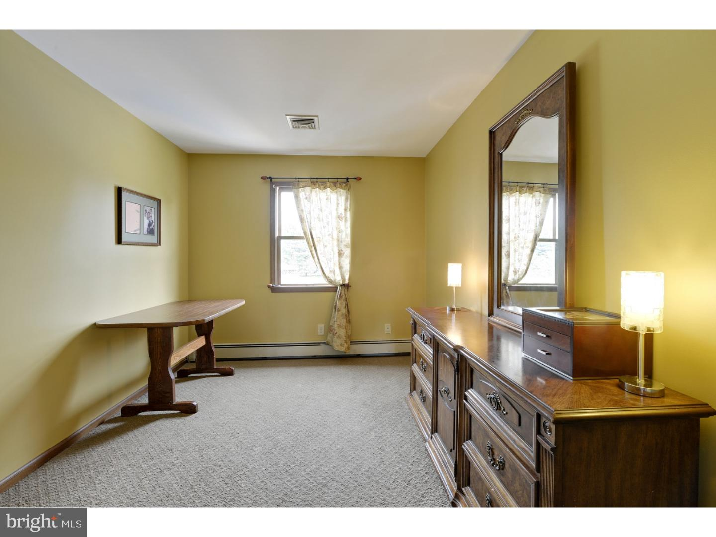 Additional photo for property listing at 2 TIMKAK Lane  Hopewell, New Jersey 08534 United States