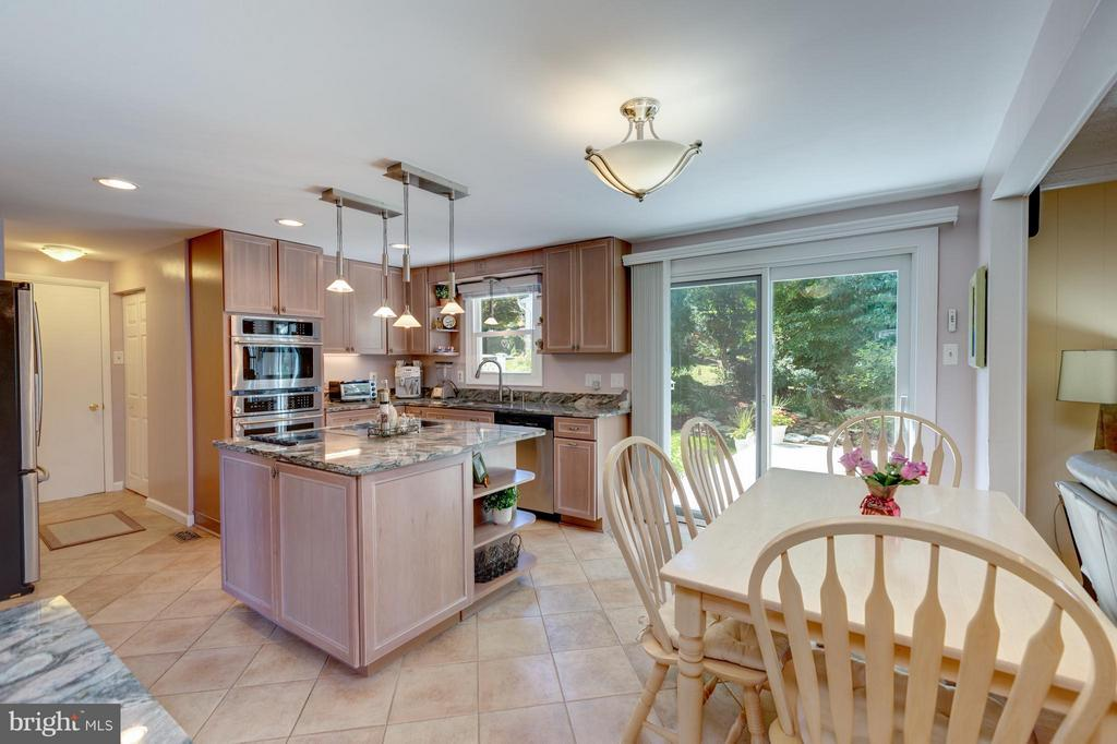 Kitchen  opens to beautifully landscaped yard - 8651 WIND SONG CT, SPRINGFIELD