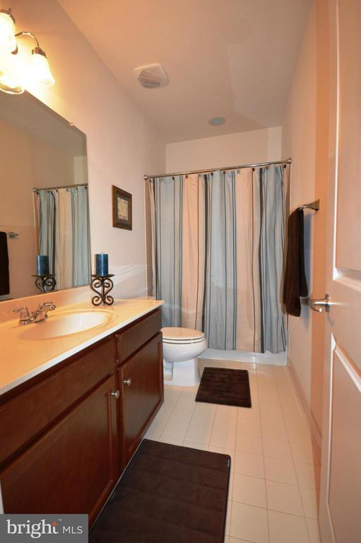 Bath - 42790 MACAULEY PL, ASHBURN