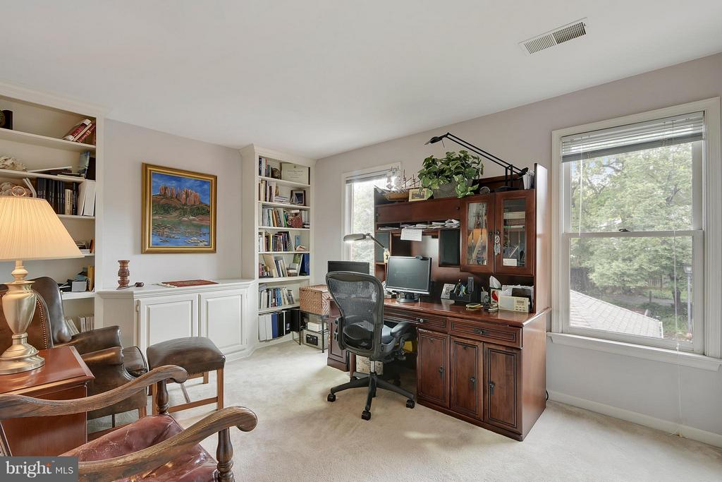 3rd Bedroom or Office - 2626 FAIRFAX DR, ARLINGTON