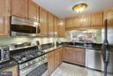 Gas cooking. Stainless appliances. Granite. - 2626 FAIRFAX DR, ARLINGTON