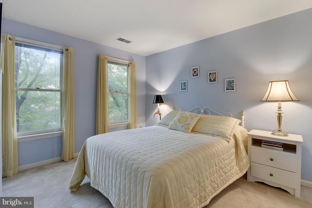 2nd Bedroom - 2626 FAIRFAX DR, ARLINGTON