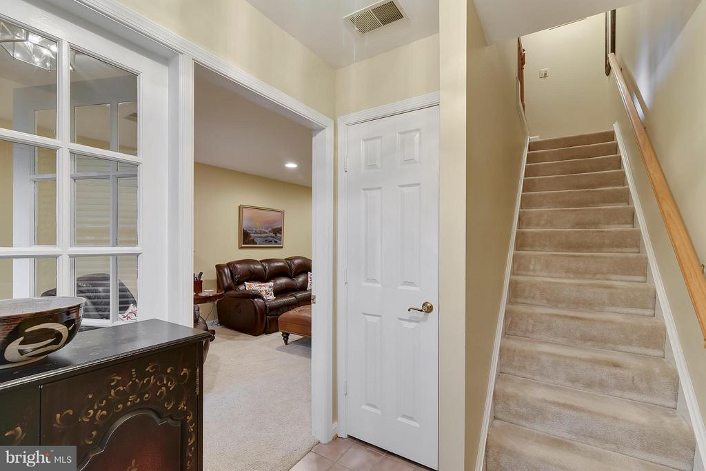 Street level entrance to family room. - 2626 FAIRFAX DR, ARLINGTON