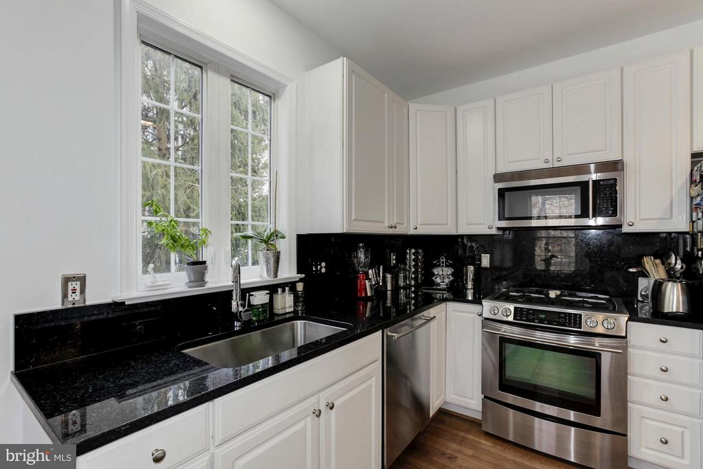 Top of the line Jenn Air SS Appliances - 47564 HIDDEN COVE CT, STERLING