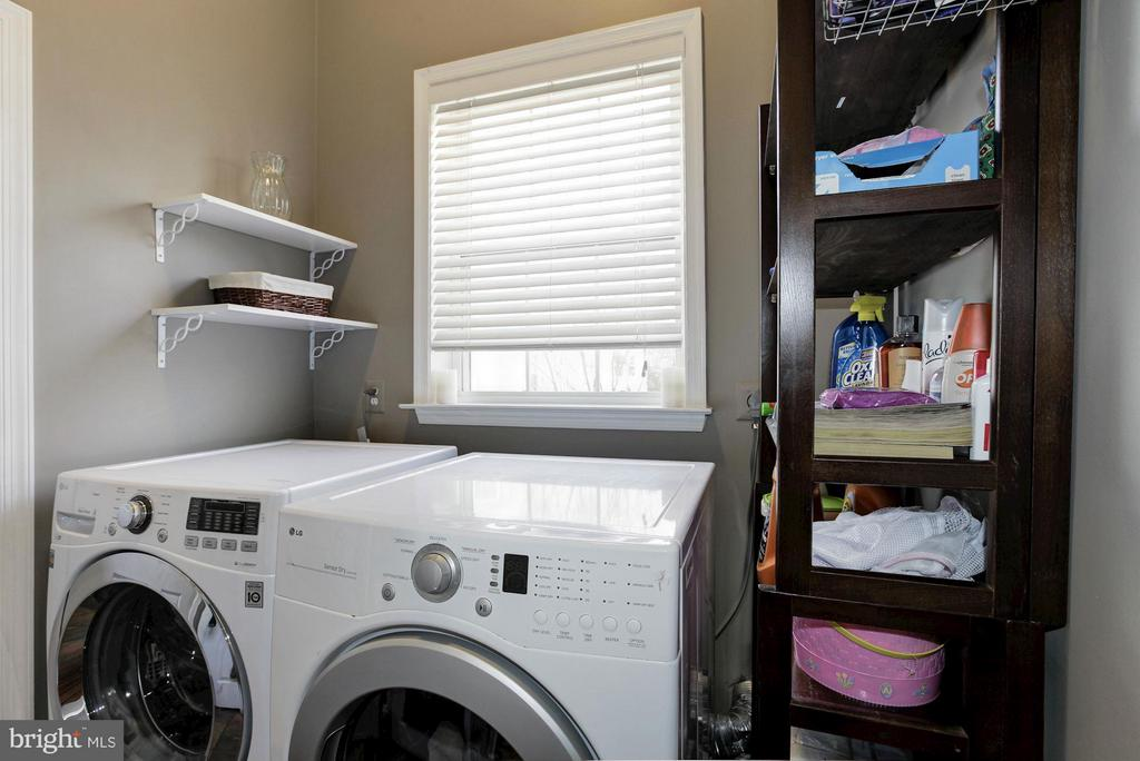 Main Level Laundry Room upscale LG Washer - 47564 HIDDEN COVE CT, STERLING