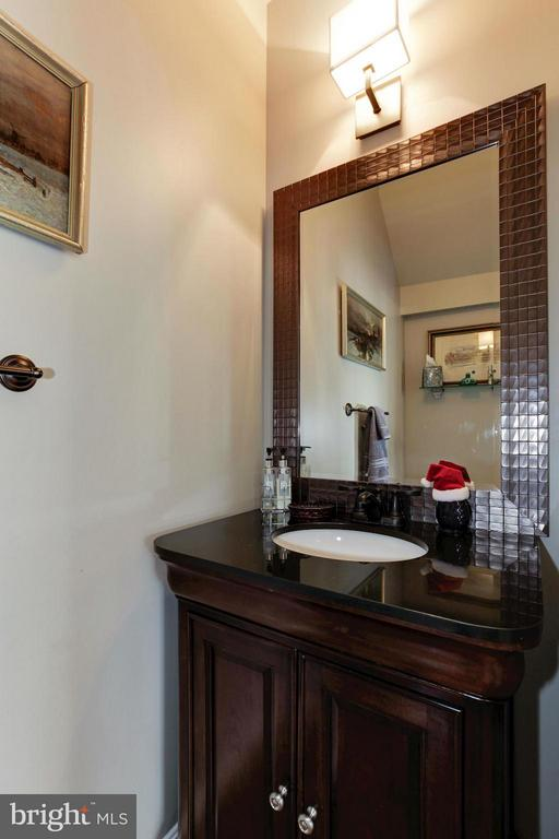 Updated Powder Room - 47564 HIDDEN COVE CT, STERLING
