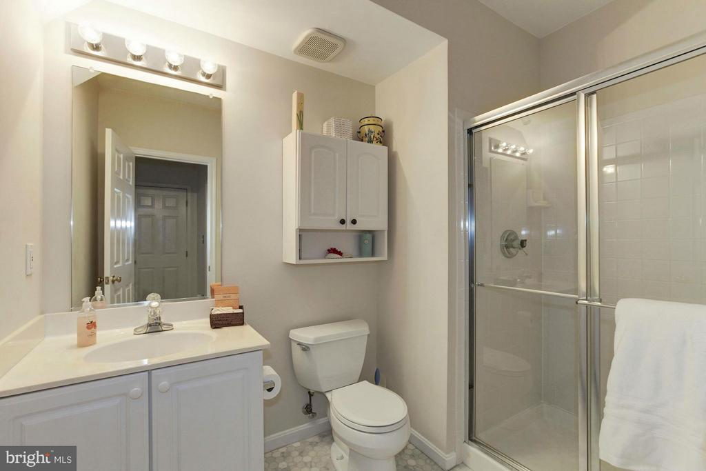 3rd Full Bath - 47564 HIDDEN COVE CT, STERLING