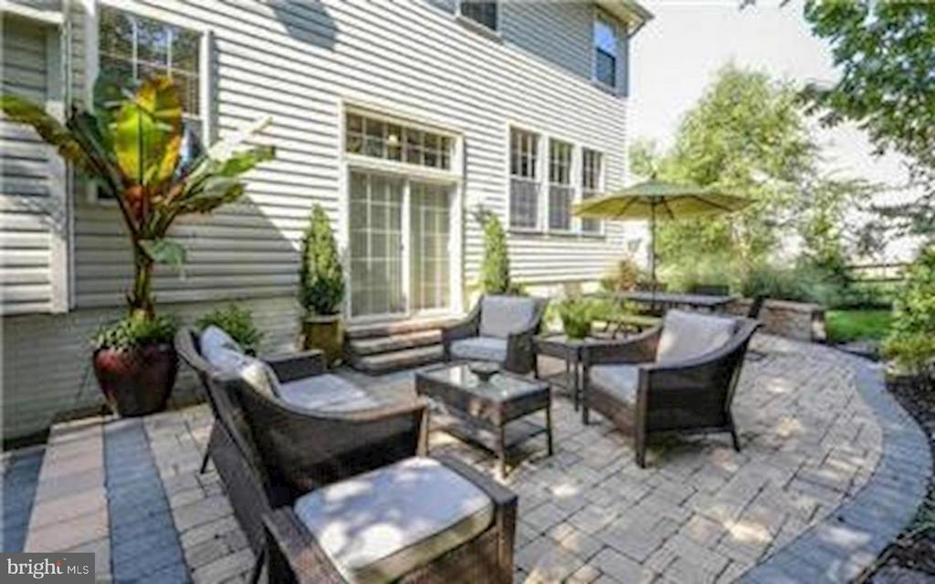 Custom Patio..perfect for your barbecues - 47564 HIDDEN COVE CT, STERLING