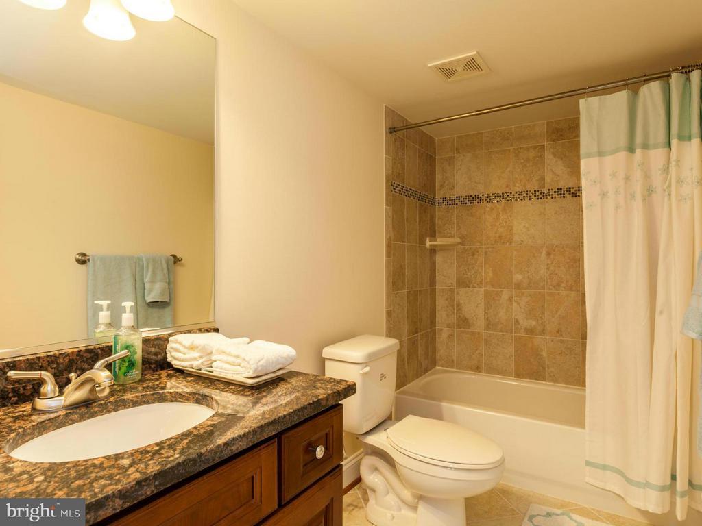 Bath - 3604 JOHN CT, ANNANDALE