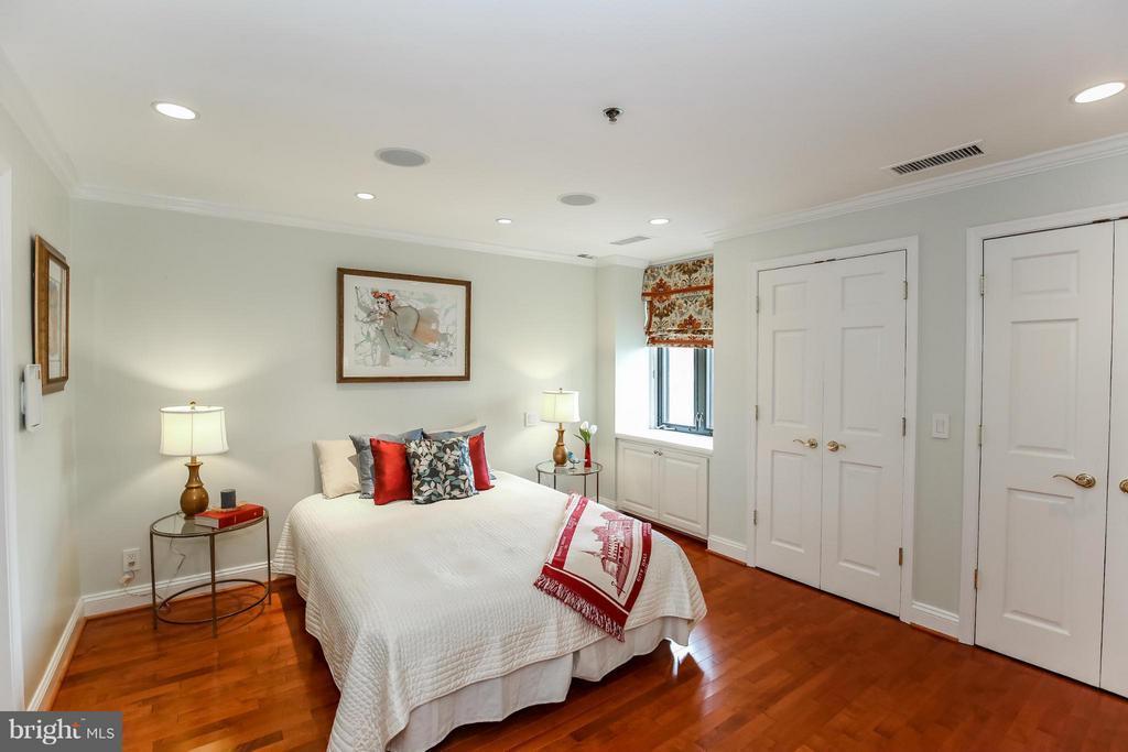 Bedroom (Master) - 1401 OAK ST #605, ARLINGTON