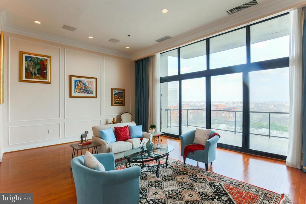 Living Room - 1401 OAK ST #605, ARLINGTON