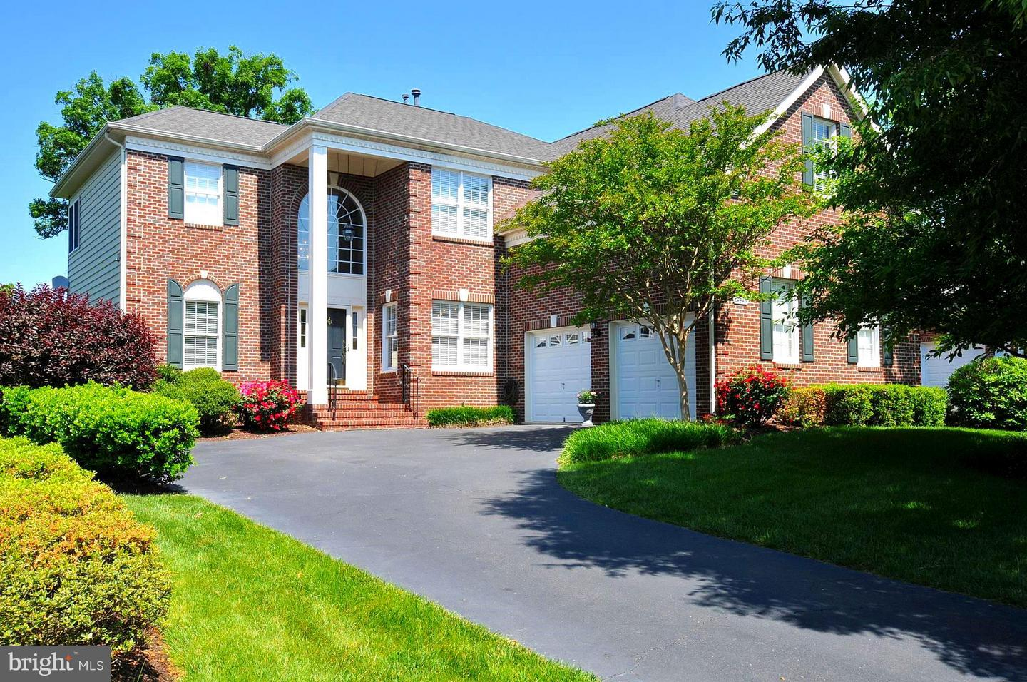 Single Family for Sale at 19849 Bethpage Ct Ashburn, Virginia 20147 United States