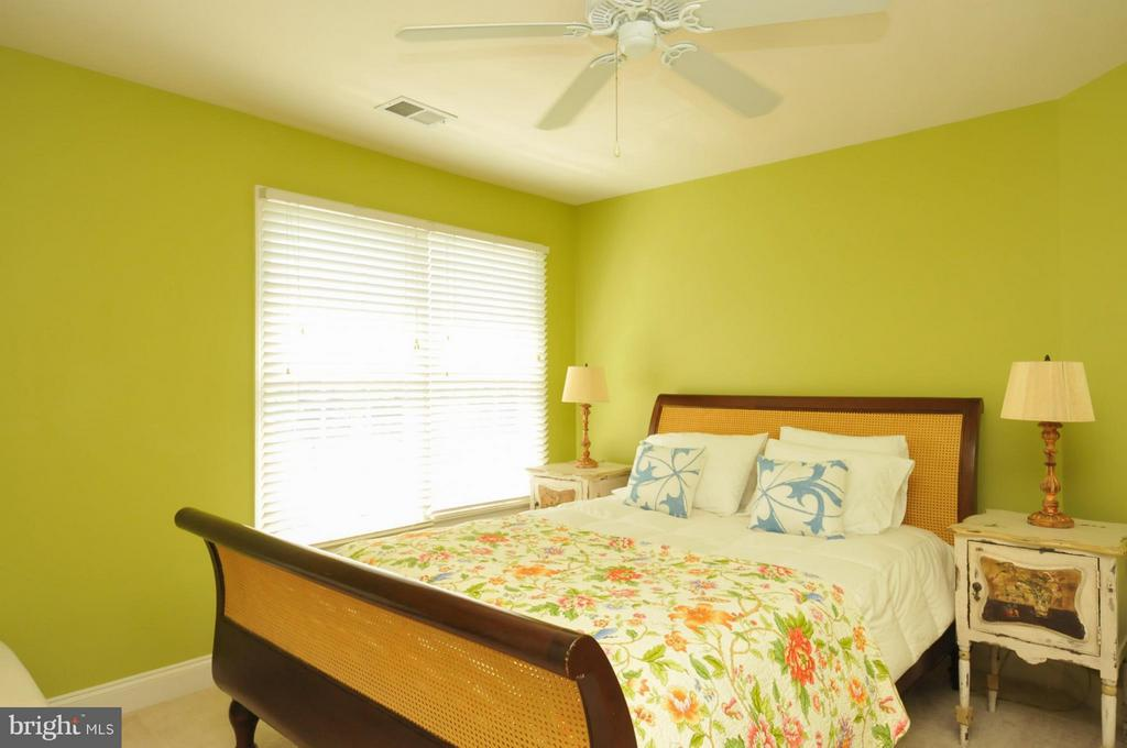 Spacious bedroom - 19849 BETHPAGE CT, ASHBURN